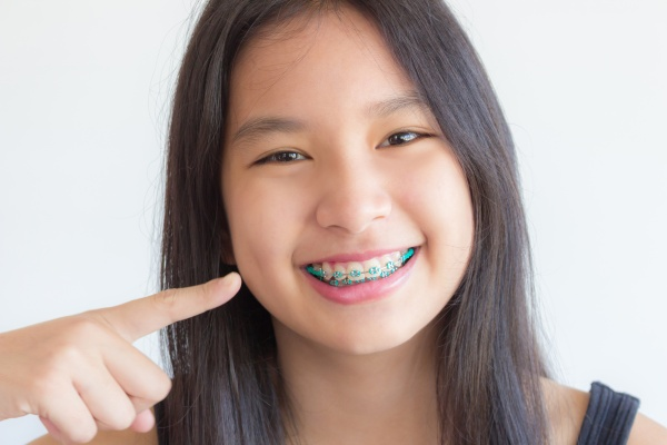 Can Parents Prevent Crooked Teeth During Childhood?
